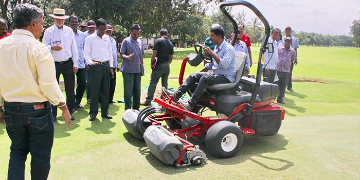 toro-equipment-demo-at-kga