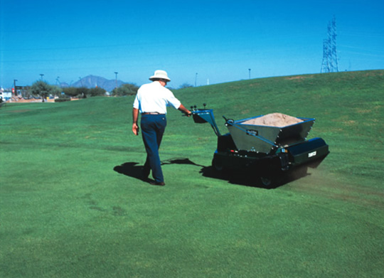 turfco-mete-r-matic-topdresser-f15b-for-sports-field-in-india